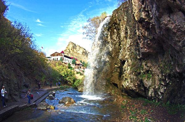 Экскурсия на вечерние Медовые водопады